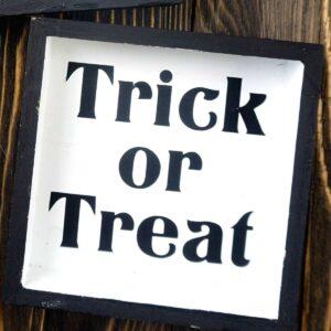 DIY Farmhouse Halloween Signs